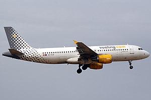 Airbus A320-216 Vueling EC-KJD Curimedia.jpg