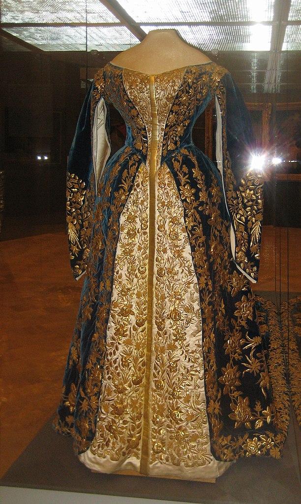 File:Alexandra Fedorovna's court dress (end 19-20 c, Olga ...