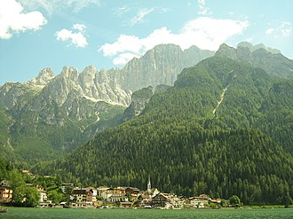 Alleghe - Alleghe and surrounding mountains