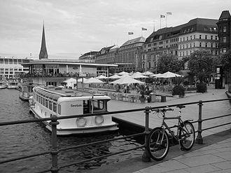 Jungfernstieg - Alster ferry boats, Alsterpavillon and Jungfernstieg