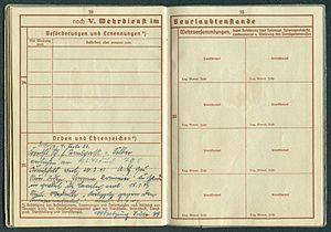 Amtsdokument Paul Fischer 1937 Leutnant Wehrpass Luftwaffe Seite 40 41 Beförderungen und Ernennungen Orden und Ehrenzeichen Wehrversammlungen.jpg