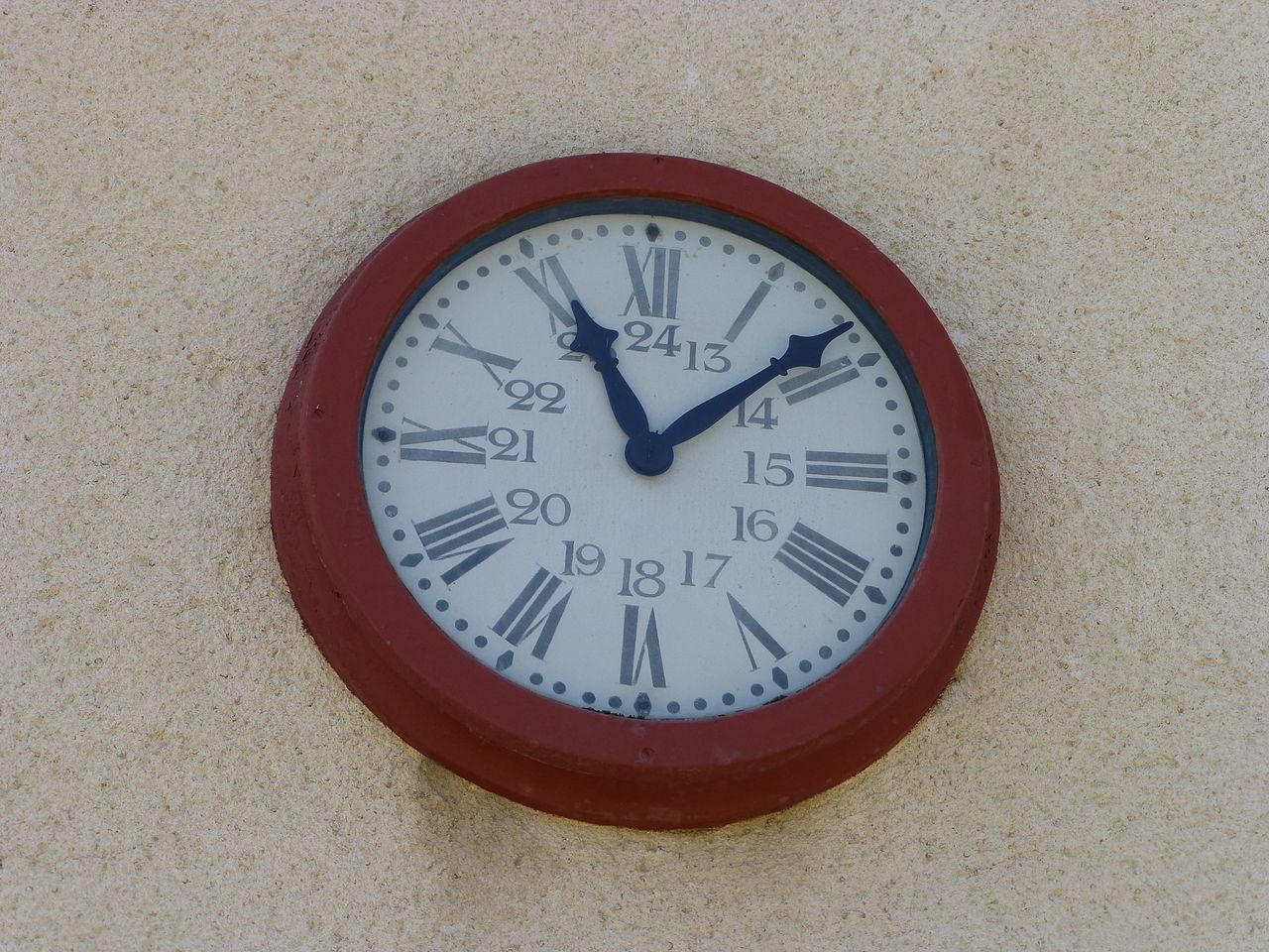 fichier ancienne horloge de la gare de sabres dans les landes  en position d u0026 39 origine sur la