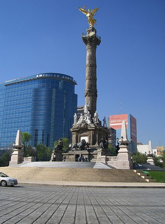 Valley of Mexico - The Independence Angel statue: street level has sunk below the bottom of the statue.