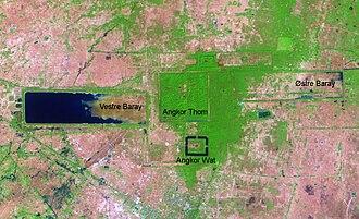 [Bild: 330px-Angkor_fra_satellitt.jpg]