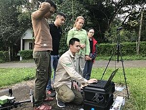 Anh Lê Văn Dũng dùng drone để theo dõi các quần thể động vật được tái thả.jpg