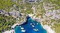 Ankerplatz an der Bucht Stiniva auf der Insel Vis in Kroatien (48608305248).jpg