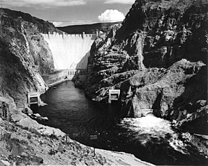 English: Photograph of the Boulder Dam from Ac...