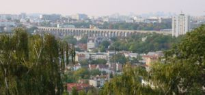 Cachan - Cachan in the foreground, with the Medici Aqueduct in the background, and Paris beyond