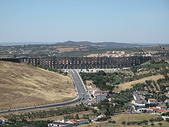 Amoreira Aqueduct - Segment of the aqueduct at the entranceway to the town