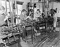 Arbeiders in de Leko-fabriek in Utrecht, Bestanddeelnr 252-0472.jpg