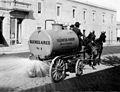 Archivo General de la Nación Argentina sin fecha Buenos Aires. Máquina del servicio de limpieza municipal.jpg