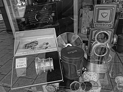 Argus (camera company) and Rolleiflex antique cameras in Madrid.JPG