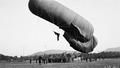 Aufblasen des Fesselballons - CH-BAR - 3237195.tiff