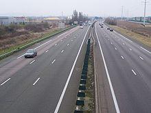 L'autoroute A13 traversant Aubergenville
