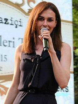 Ayşe Hatun Önal - 12. Radyo Boğaziçi Ödülleri (cropped).jpg