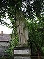 Březina (MB), socha na podstavci (01).jpg