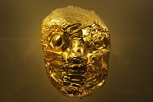 Nencatacoa - Golden mask in the Museo del Oro Ritual gold mask