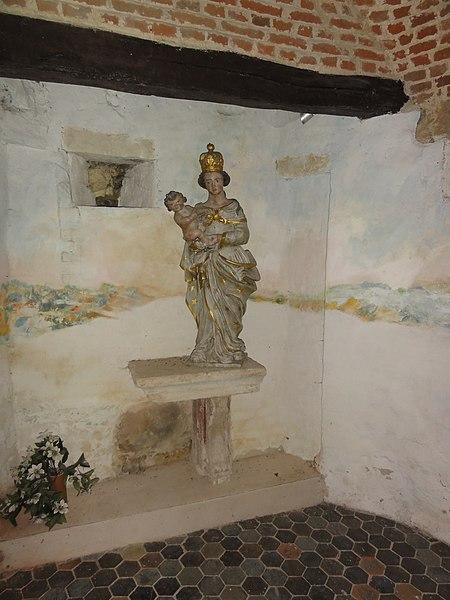 Bancigny (Aisne) église, statue vierge et enfant, detail defense
