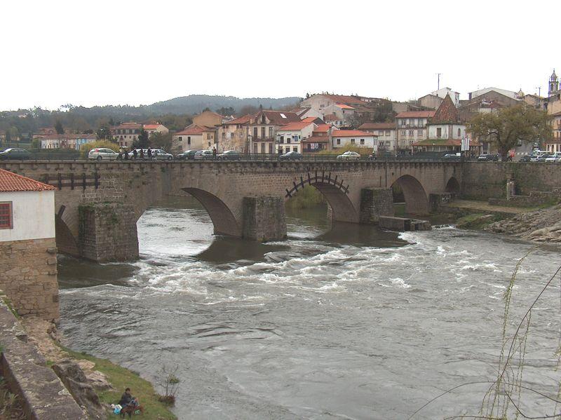 Imagem:Barcelos Ponte ed5eval sobre o Rio Cávado1400.JPG