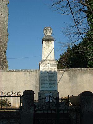 Bazens - The war memorial in Bazens