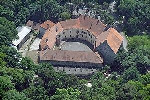 Pezinok - Image: Bazini kastelycivertanlegi 2