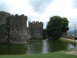 Beaumaris Castle 1.jpg
