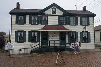 "The ""Becky Thatcher House"" in Hannib..."