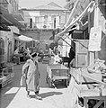 Bedrijvigheid in de straten van Mea Shearim, Bestanddeelnr 255-2484.jpg