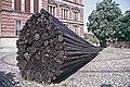 Berlin-114-Gropiusbau-Kunstwerk aus Staemmen-1993-gje.jpg