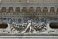Biblioteca marciana Venezia dettaglio con putto 2 fregio.jpg
