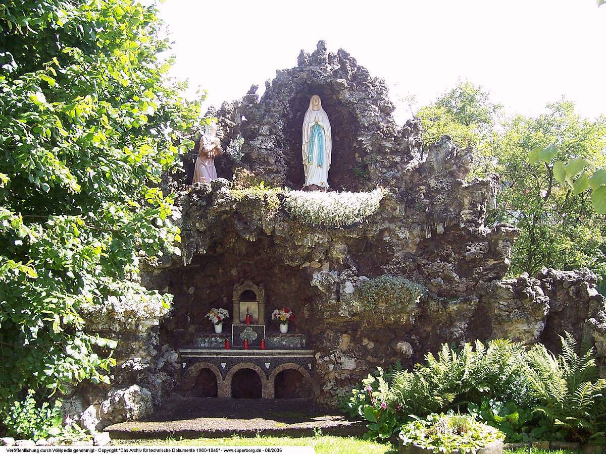 Grotto wikipedia for Garden grotto designs