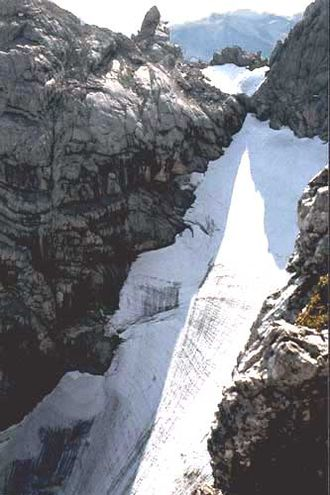 """Hochkalter - View from the climb over the """"Schönen Fleck"""" of the Blaueis (ca. 1985)"""