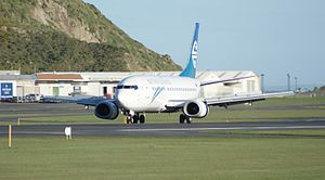 Boeing 737-300 (Air New Zealand) Wellington Airport (13).jpg