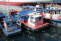 Botes turísticos en el Muelle Prat de Valparaíso.JPG