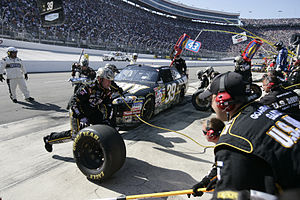 English: Stewart-Haas pit crew working on car ...
