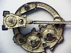 meaning of brooch