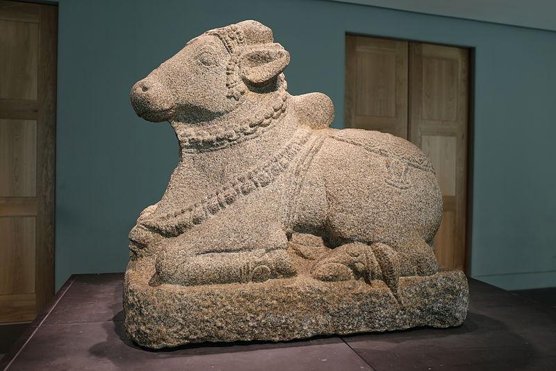 Statue hindou de Nandi, taureau fort et viril servant de monture de Shiva - Photo de Pymouss