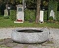 Brunnen im Nordfriedhof Muenchen-4.jpg