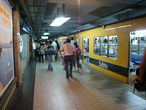 Retiro (Line C Buenos Aires Underground) - Image: Buenos Aires Subte Retiro 1