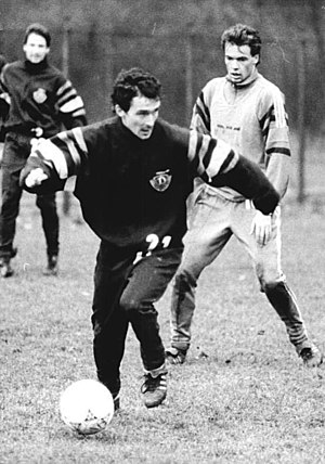Uwe Rösler - Rösler (right) and Hans-Uwe Pilz training with Dynamo Dresden in December 1990