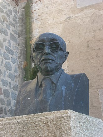 Claudio Sánchez-Albornoz - Bust of Sánchez-Albornoz in the plaza that bears his name in Ávila