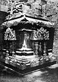 COLLECTIE TROPENMUSEUM Hoekfragment van de aan Shiva gewijde tempel op de Candi Lara Jonggrang oftewel het Prambanan tempelcomplex TMnr 10030041.jpg