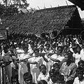 COLLECTIE TROPENMUSEUM Muziekgroep uit Madidir tijdens een feest in Airtembaga TMnr 10028499.jpg