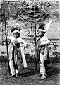 COLLECTIE TROPENMUSEUM Twee Balinese lansdansers TMnr 10004709.jpg
