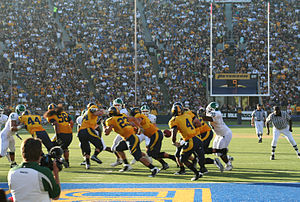 2008 California Golden Bears football team - The ball is handed off to Jahvid Best
