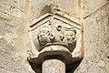 Capital no portal sur da torre da igrexa de Ala.jpg