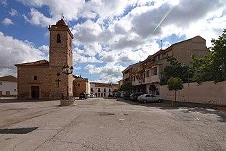 Casas de Juan Núñez - Image: Casas de Juan Nuñez, Plaza de Castilla la Mancha, Iglesia y Ayuntamiento