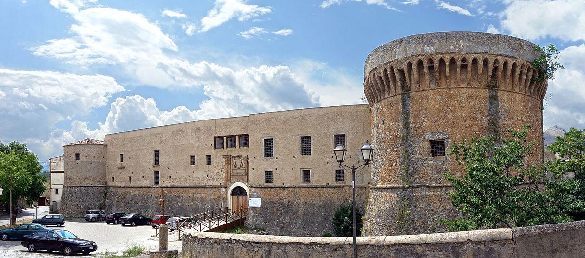 1200px-Castrovillari_chateau.jpg