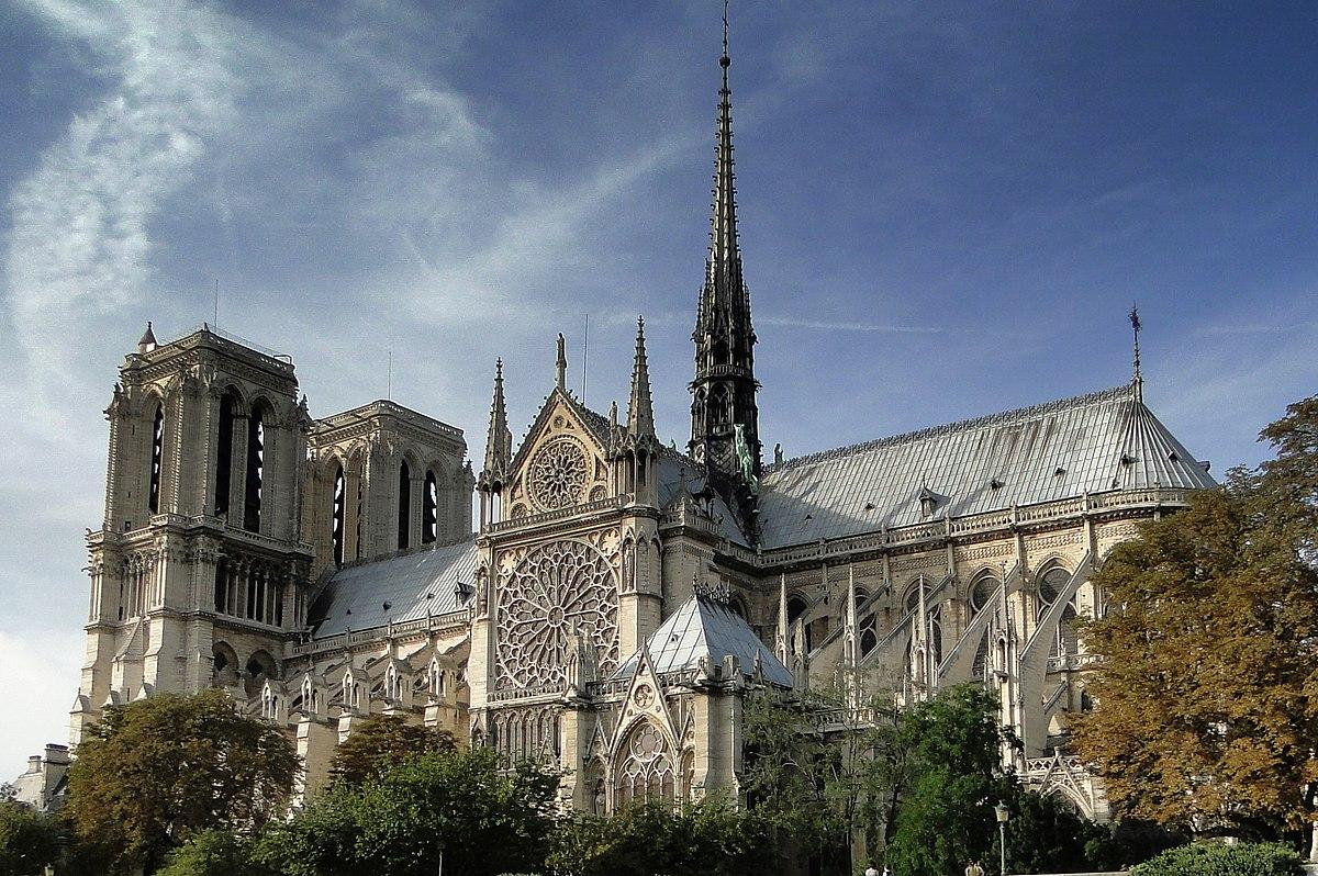 Vista lateral de la Catedral de Notre Dame
