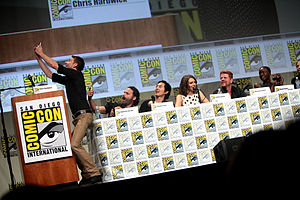 Panel discussion - The Walking Dead panel host Chris Hardwick takes a photo with actors Andrew Lincoln, Steven Yeun, Lauren Cohan, Michael Cudlitz and Danai Gurira at the 2014 Comic-Con.